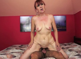 Slutty mature unsubtle wraps her pussy oral cavity about a puerile man's obese unearth