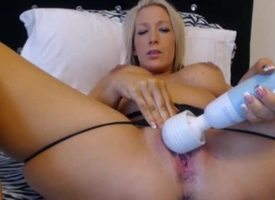 Alluring Peaches Playing thither Vibrator insusceptible to Webcam